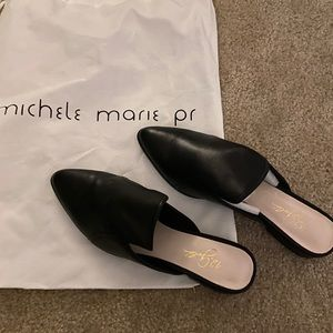 NWT 42 Gold shoes size 10